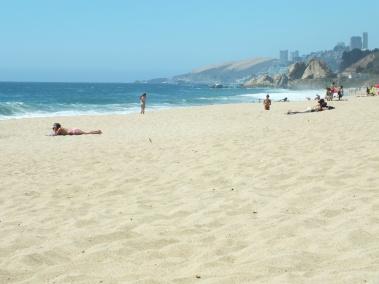 White beaches invite you to enjoy life