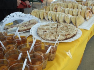 Mote con huesillo, cake and sweet empanadas with apple
