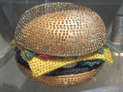 "A ""bling bling"" hamburger!"