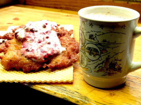 Kartoffelpuffer (potato pancakes) with cranberry cream and an alcohol-free alternative - cocao. I love it!