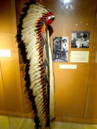 This amazing feather headdress was worn by Iron Tail, a friend of Buffalo Bill. It is to be seen in the Buffalo Bill Museum (Lookout Mountain Park, situated approx. 40 min. from Denver), as one of many jewels from this time.