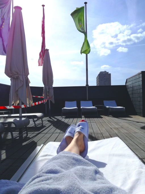 After my treatment, I just chilled at the rooftop terrace, waiting for my girls to arrive. Such a nice thing to be able to share this experience with good friends!